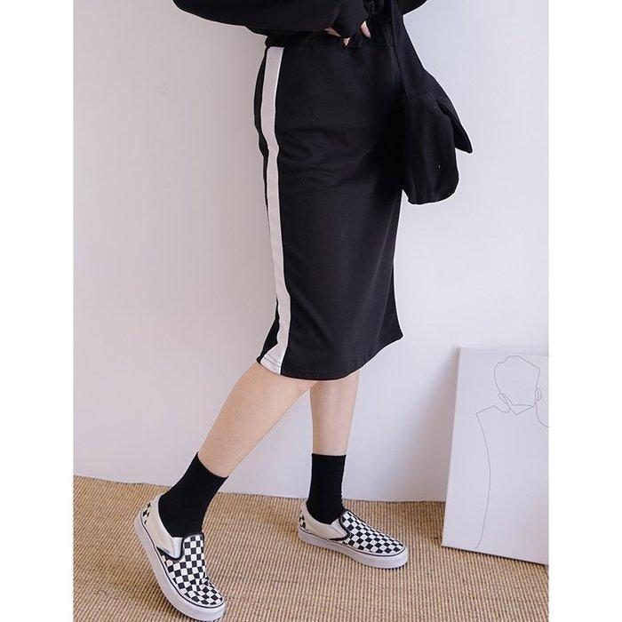 【Hao Da】全館399免運↘「M~XL。現貨」運動風 鬆緊腰 後開衩中長裙 (P1219)