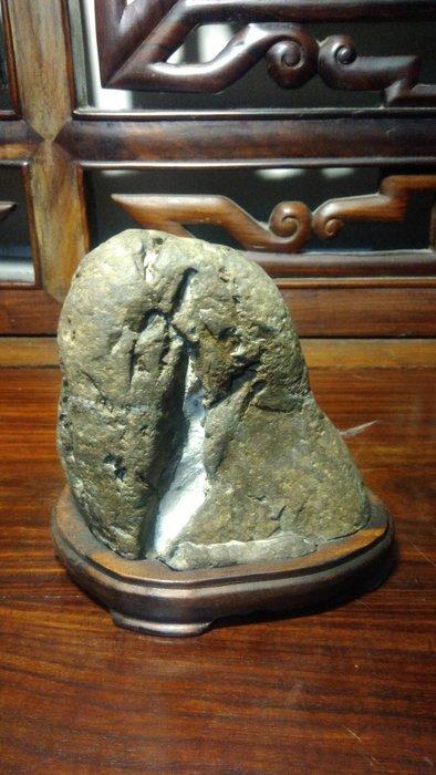 石之華攻石山房-油羅溪石.黃山飛瀑.12.5*13*9cm.(切底)