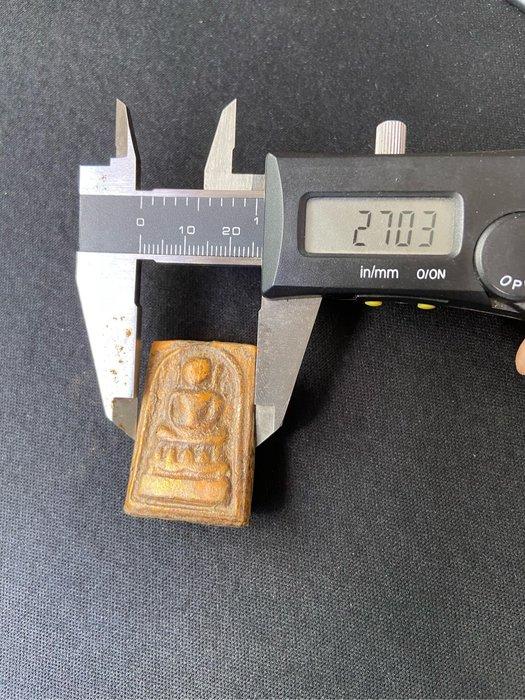 阿贊多崇迪多 玉佛寺 Somdej Toh Wat Wangna 2411凱撒崇迪老佛牌背面嵌入力泥天珠造型 A01