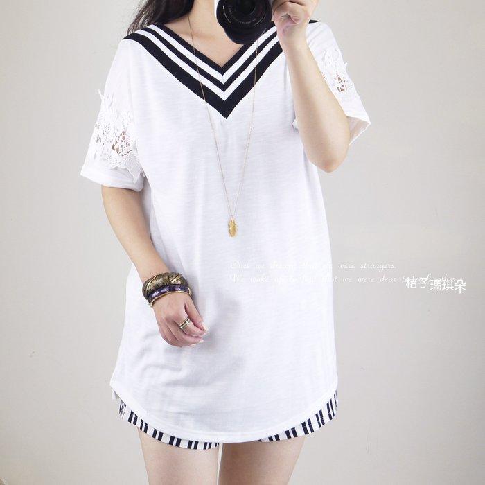 正韓 條紋V領棉T 布蕾絲鏤空袖(白、灰) ~桔子瑪琪朵。惠衣