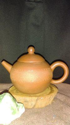早期紫砂壺: 雙腰帶球形款式,泥料:老段泥,獨孔出水,容量約180CC