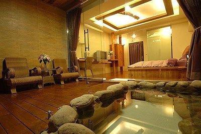 【恩典小舖】石壁溫泉渡假山莊~山水棕櫚Villa 32坪雙人房~平日週一至週四住宿卷~台中可面交