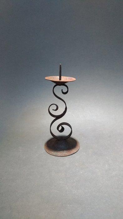 ☆清沁苑☆古民家の道具~古い 鐵製 鍛造 燭台 行灯~d533