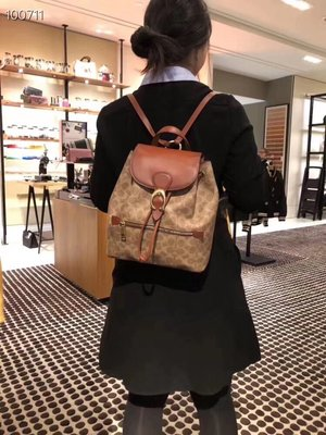 NaNa代購 COACH 68563 新款女士後背包 經典標緻老花EVIE雙肩包 抽繩設計 C扣搭配 容量大 附購證