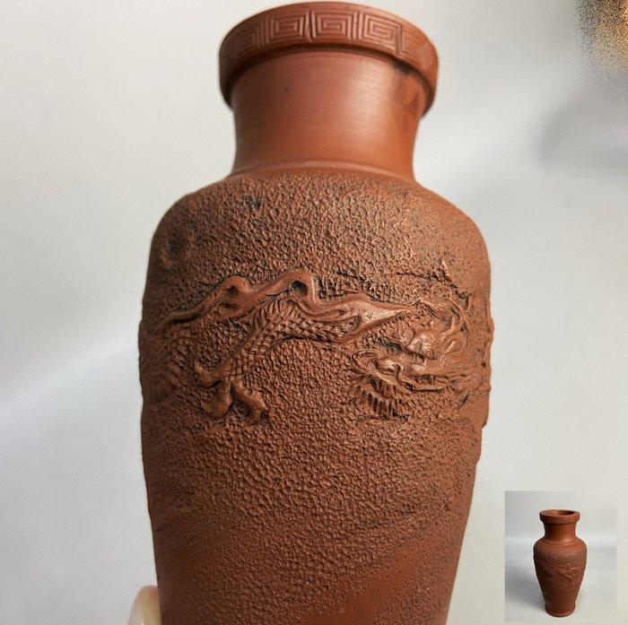 【古玩輕鬆拍】老日本 龍雕紋 朱泥花瓶/花入1入※2012130929900D※(1元起標 無底價)