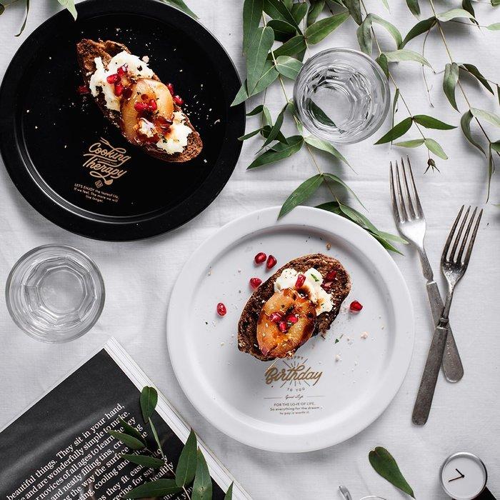 MAJ.POINT-圓形磨砂陶瓷盤碟 廚房餐具組時尚簡約 英文字母西餐牛排鬆餅蛋糕 收納盤 北歐INS 展示 美食攝影白