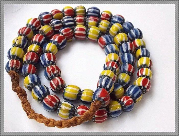 【雅之賞|藏傳|佛教文物】*特賣*尼泊爾 雪弗蘭琉璃珠 9.5mm一串~112211