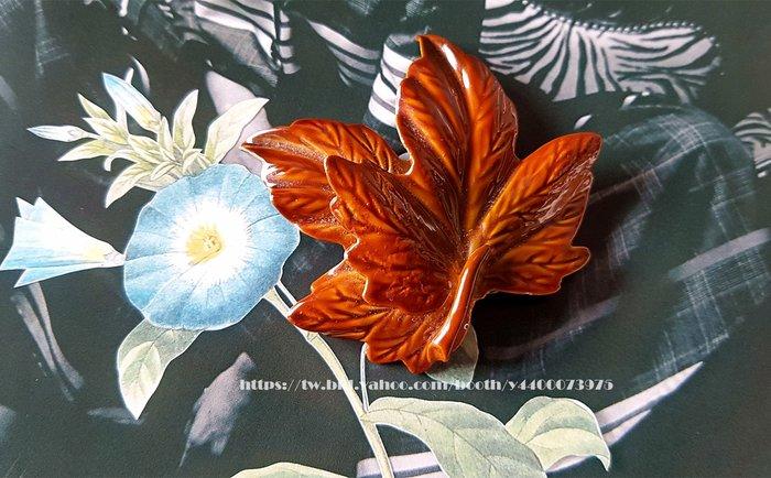 黑爾典藏西洋古董~美國60's釉彩琺瑯金屬立體楓葉胸針/別針~Vintage洋裝復古襯衫珠寶盒