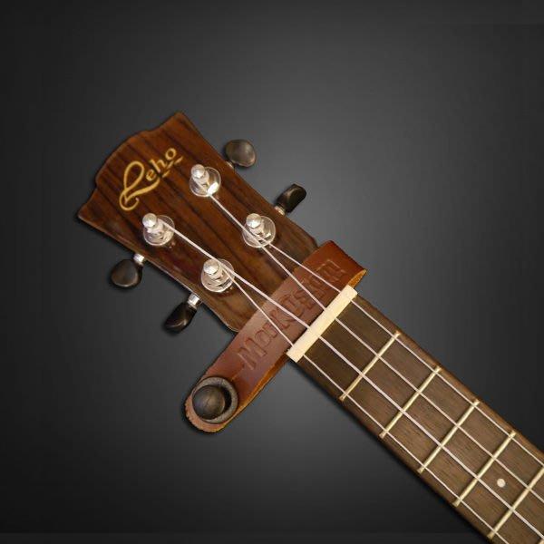 《民風樂府》Monk Strap Buttion 真皮琴頸掛帶(黑色) 吉他 烏克麗麗 不用再綁繩子了 可比MARTIN