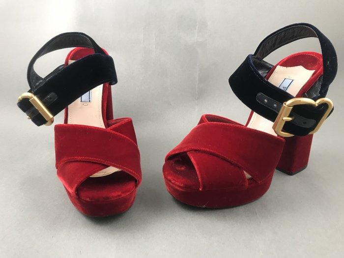 [我是寶琪] 廖曉喬二手商品 PRADA 絲絨高跟鞋