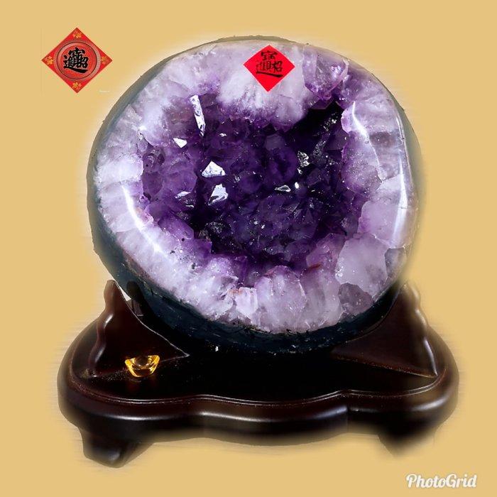?【168 精品】? 高品項巴西頂級紫晶洞,重2.85kg 寬16cm高18cm 洞深6cm【C37】