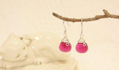 簡約大方 酒紅梨型水晶垂墬耳環˙Jil...