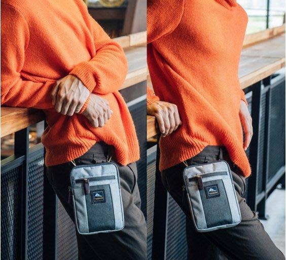 THE89 (兩用小包)可側背可腰掛.腰包.側背包-淺灰&深藍2色-9726601