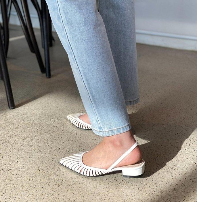 [黃 O BA]  韓國 時尚 簍空 復古 尖頭 低跟 涼鞋  預購 正韓 簡約時尚 可樂果 韓妮 CHAN 心田 樂朵