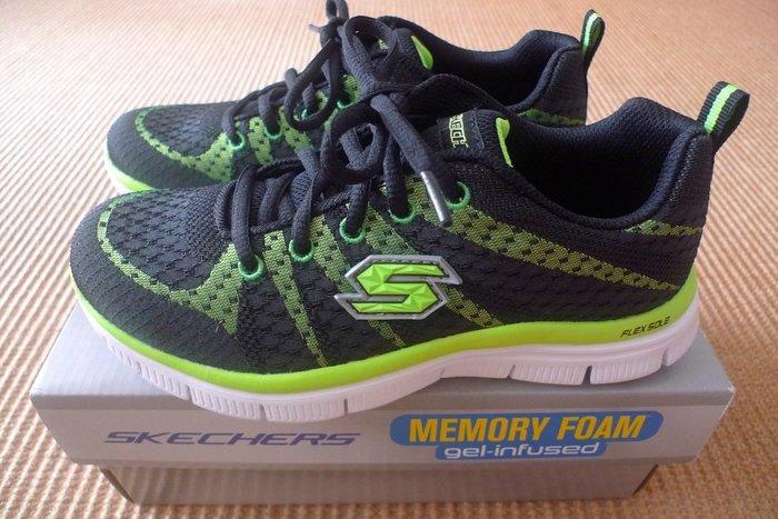 美國 SKECHERS:記憶墊運動鞋 */ * 全新現貨只要 1100 元寄送到府 !!
