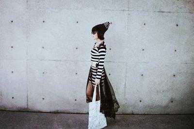 =EYe選物=俄羅斯設計師 墨黑 條紋 街頭針織 反摺毛帽
