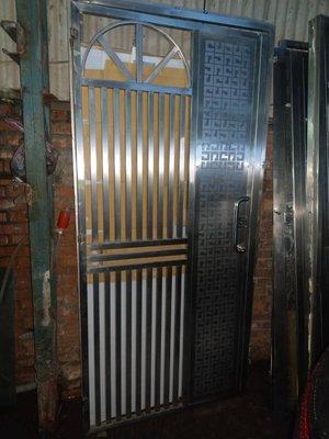 八成新純不銹鋼304白鐵門(厚鋼板)防盜/安全/不生鏽