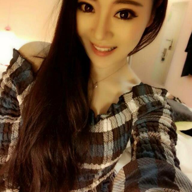 【客人實拍】韓 新款修身短款英倫格子喇叭袖T恤一字領露肩衣(兩色)