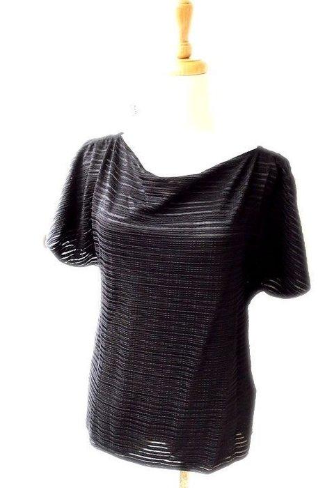 *Beauty*ARMANI黑色條紋圓領開岔短袖T恤I42號 6800  元WE17