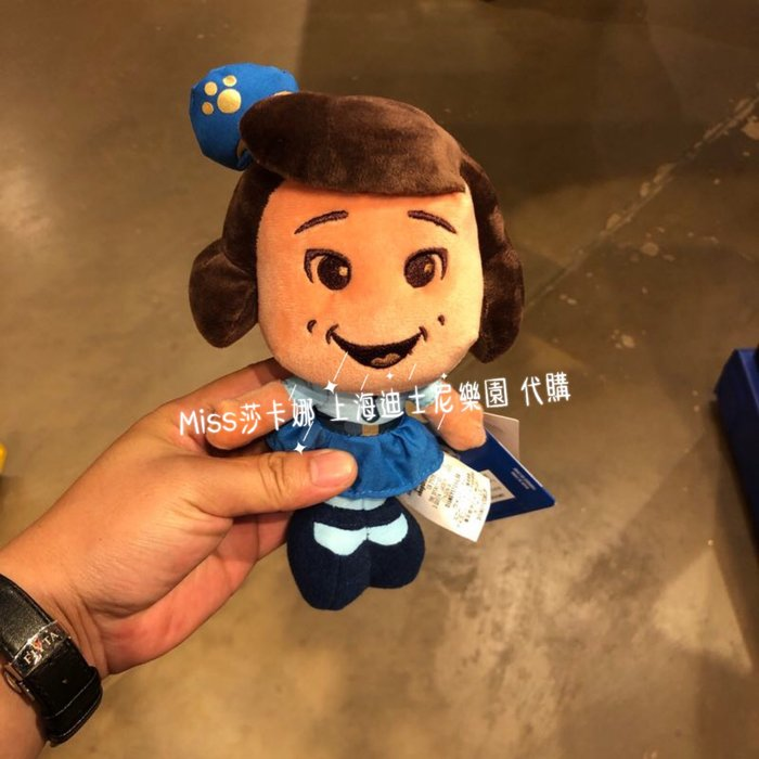 Miss莎卡娜代購【上海迪士尼樂園】﹝預購﹞玩具總動員4 小女警官 笑笑 Giggle 絨毛娃娃玩偶