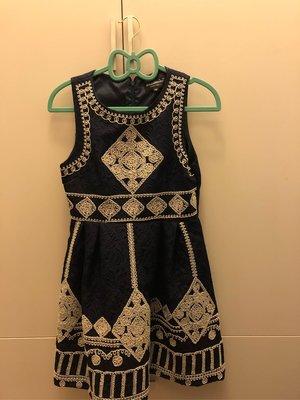 ❤️本日精選賣場任兩件禮服一起下單再折500❤️小洋裝 深藍 細緻繡紋