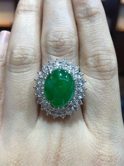 頂級天然A貨87.945克拉大蛋面翡翠鑽石戒指,超豪華超貴氣款式!頂級精品,豪華配鑽2.65克拉,國際拍賣會水準商品