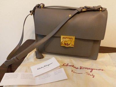 全新 Salvatore Ferragamo 灰色 Calfskin Gancini Flap Bag
