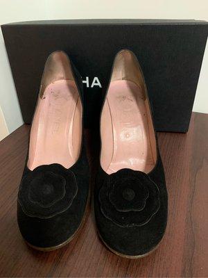 CHANEL 黑色絨面山茶花高跟鞋 真品 很優雅