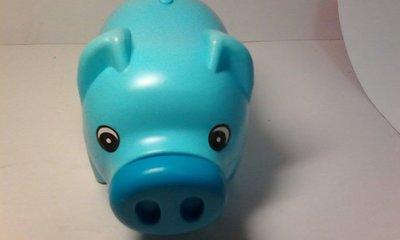 豬寶寶存錢筒。美廉社商店