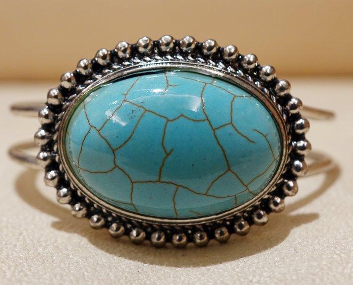 全新從未戴過 典雅松石造型手環 ,低價起標無底價!本商品免運費!