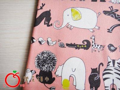 *樂芙領巾/手作*粉底奔跑動物款(日本布),嬰兒/兒童三角巾、口水巾、圍兜,可訂製大小及親子領巾