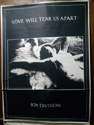 玩樂區 Joy Division 的同義詞 Love Will Tear Us Apart 愛會拆散我們 巨幅海報 霧面
