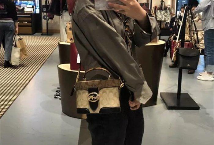 COACH 5504 新款女士化妝包 水桶包 老花拼接手提包 單肩斜揹包