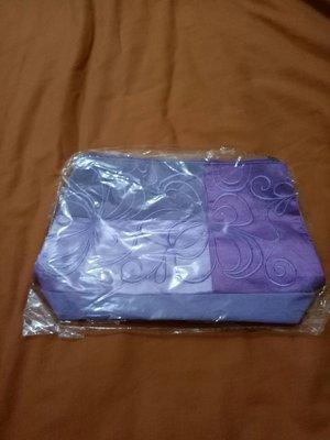 紫色化妝包手拿包15x21x7cm(櫃邊白億帶)