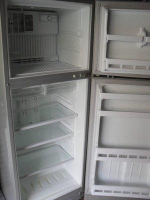 中古小雙門~電冰箱~功能正常~價格合理~台南市免標準運送費~歡迎來店看貨~比較~謝謝!!