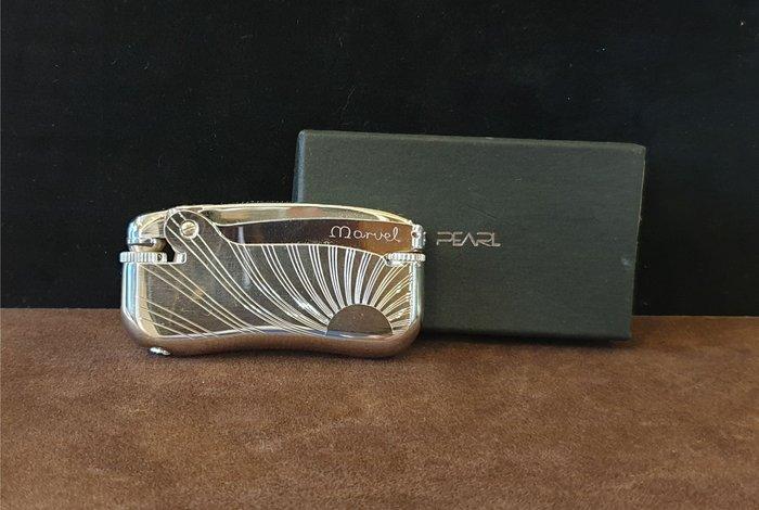 ONE*$1~PEARL珍珠*瑪維爾《 火石打火機 》圓弧扁型*銀鎳緞子*編號:00241-A