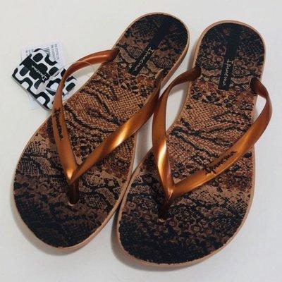 **IPANEMA**巴西夾腳拖鞋(舒適鞋底 蟒蛇紋 人字夾腳平底拖鞋) 古銅色
