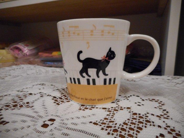 ~~凡爾賽生活精品~~全新日本進口黑貓樂譜琴鍵造型陶瓷馬克杯~日本製