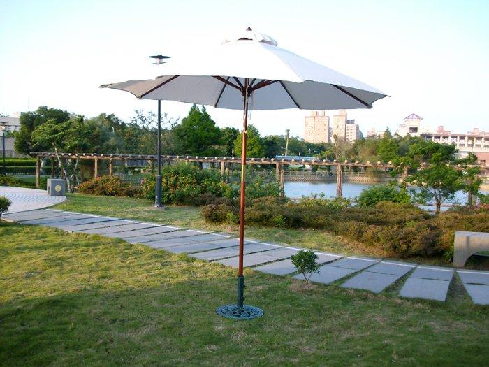 [兄弟牌庭園傢俱]九尺木柄太陽傘-米白色(展開直徑270cm)~兄弟牌戶外休閒傢俱系列!
