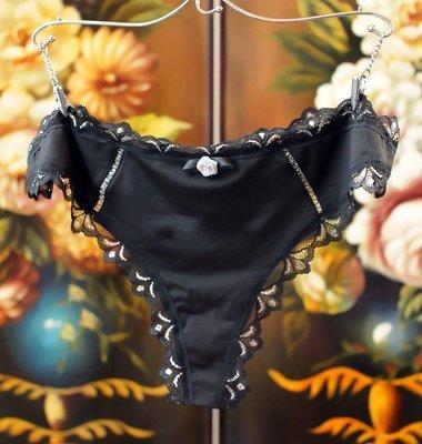 G59~新品 玫瑰花朵 絲滑丁字褲 很美喔  尺寸請參考內容說明~w2