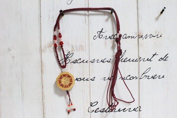 天使熊小鋪~原木雕刻轉運八掛項鍊 紅色中國結繩頸鍊 可當吊飾~頂級木質鍊項原價1200
