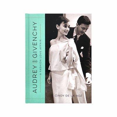 英文原版 Audrey and Givenchy: A Fashion Love Affair 奧黛麗赫本與紀梵希 一種時尚的愛情情結 攝影傳記 藝術集
