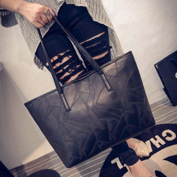大小姐時尚精品屋~~日韓時尚簡約風真皮手提單肩包女包黑色大包包 ~3件免運費
