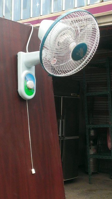 大台南冠均二手 全新家具批發---9成新 10吋 壁扇 吊扇 電扇 電風扇 掛壁扇 通風扇 居家浴室工廠宿舍壁扇 量多