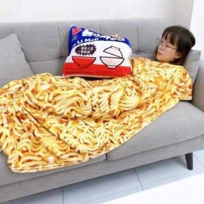 (現貨)無力炸醬麵抱枕毯 維力炸醬麵抱枕 空調毯 交換禮物
