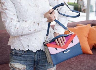 Fendi 8BT245 Demi Jours 小型 永恒經典雋永形象的手提包 幾何拼接鳥 粉紅 藍