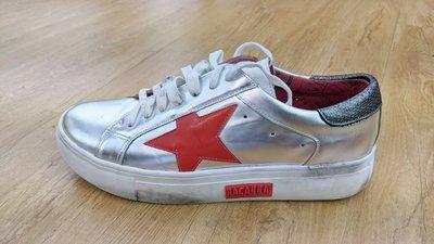 [風信子鞋坊]出清MACANNA麥坎納 衛城系列 消光金屬亮面舊化板鞋