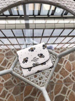 空姐精品代購 COACH 25972 新款女士蜜蜂圖案三折短夾 零錢包 俏皮可愛 附代購憑證