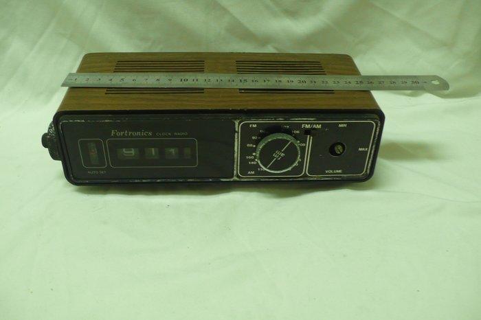 紫色小館72-------早期車用收費收音機