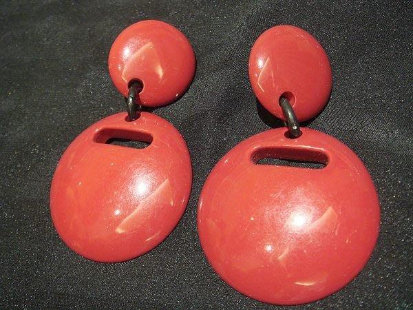 全新,大款紅色復古誇張款夾式耳環!低價起標無底價!本商品免運費!